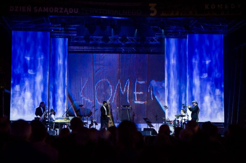 Projekcje na koncercie 3 Dźwięki Komedy